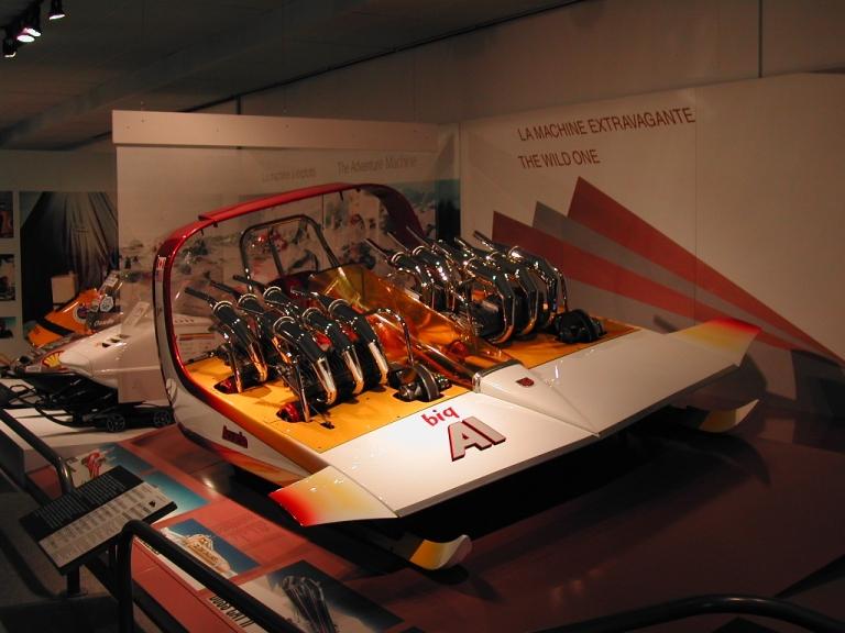 Motoneige Alouette big Al fabriquée par la compagnie Featherweight Corporation Limited, exposition permanente « Exposition Internationale sur la motoneige », 1990.